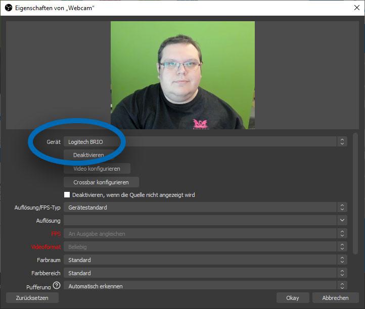 """Screenshot von OBS. Die Eigenschaften der Quelle """"Webcam"""" sind geöffnet und die Einstellung """"Gerät"""" ist hervorgehoben."""